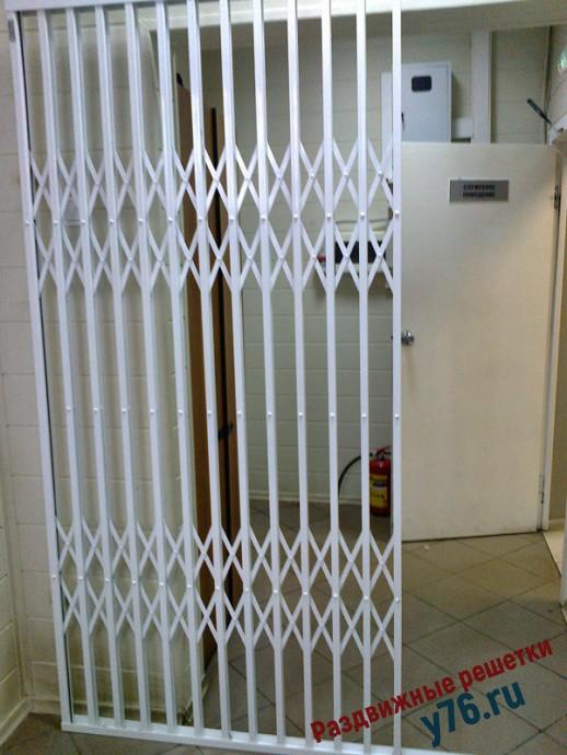 Раздвижная решетка на дверь