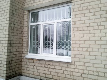 Раздвижная решетка на окне